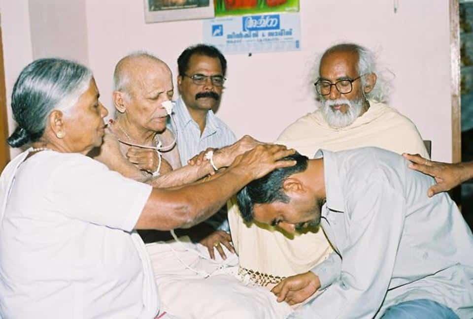 Samandar Singh bends to recieve forgiveness From Sr. Rani Mari's Family